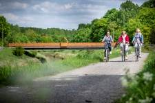 Fietsers langs de brug over de Demer in betekom